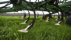 Farm equipment cultivator